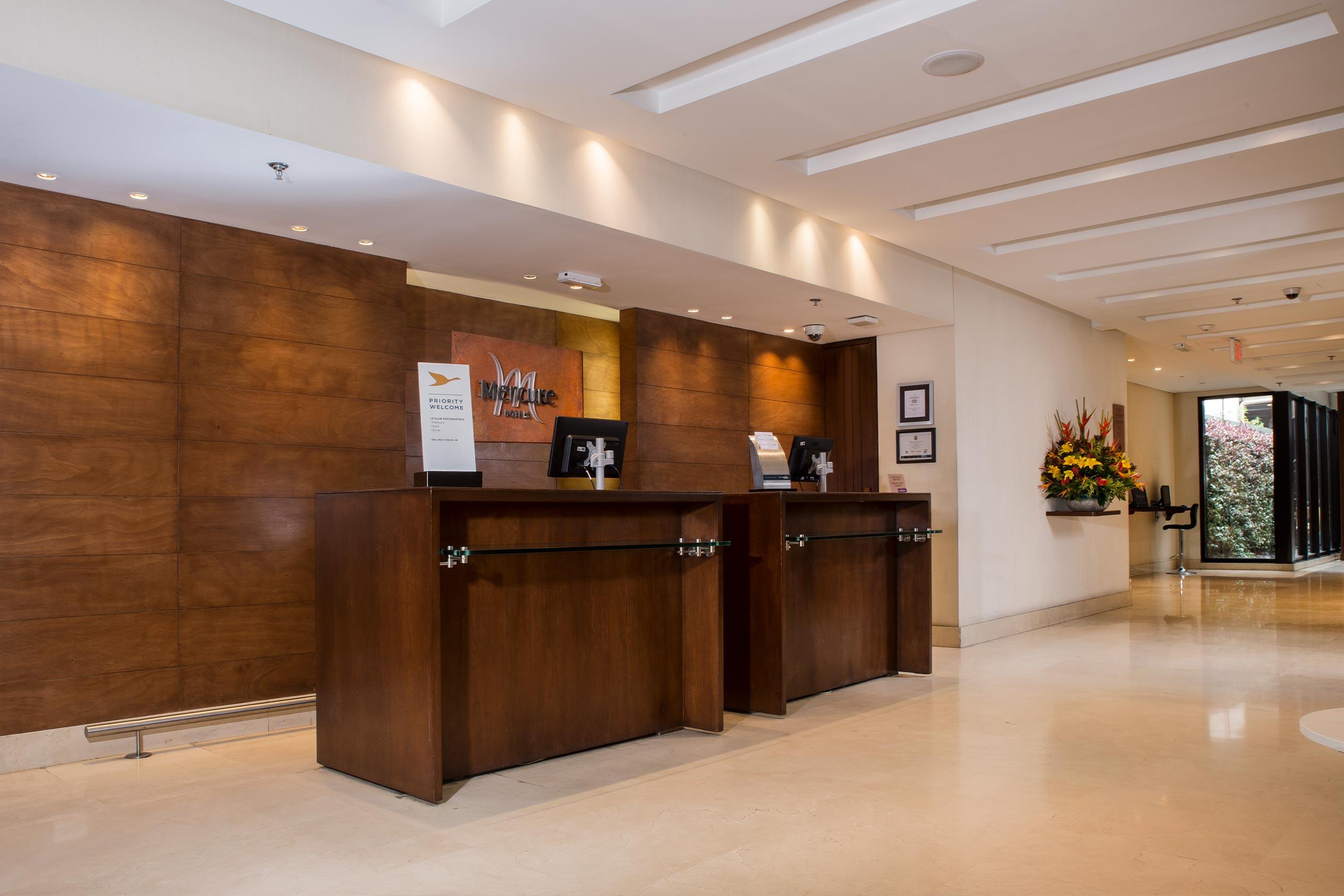 Lobby Hotel Mercure Bogotá 100