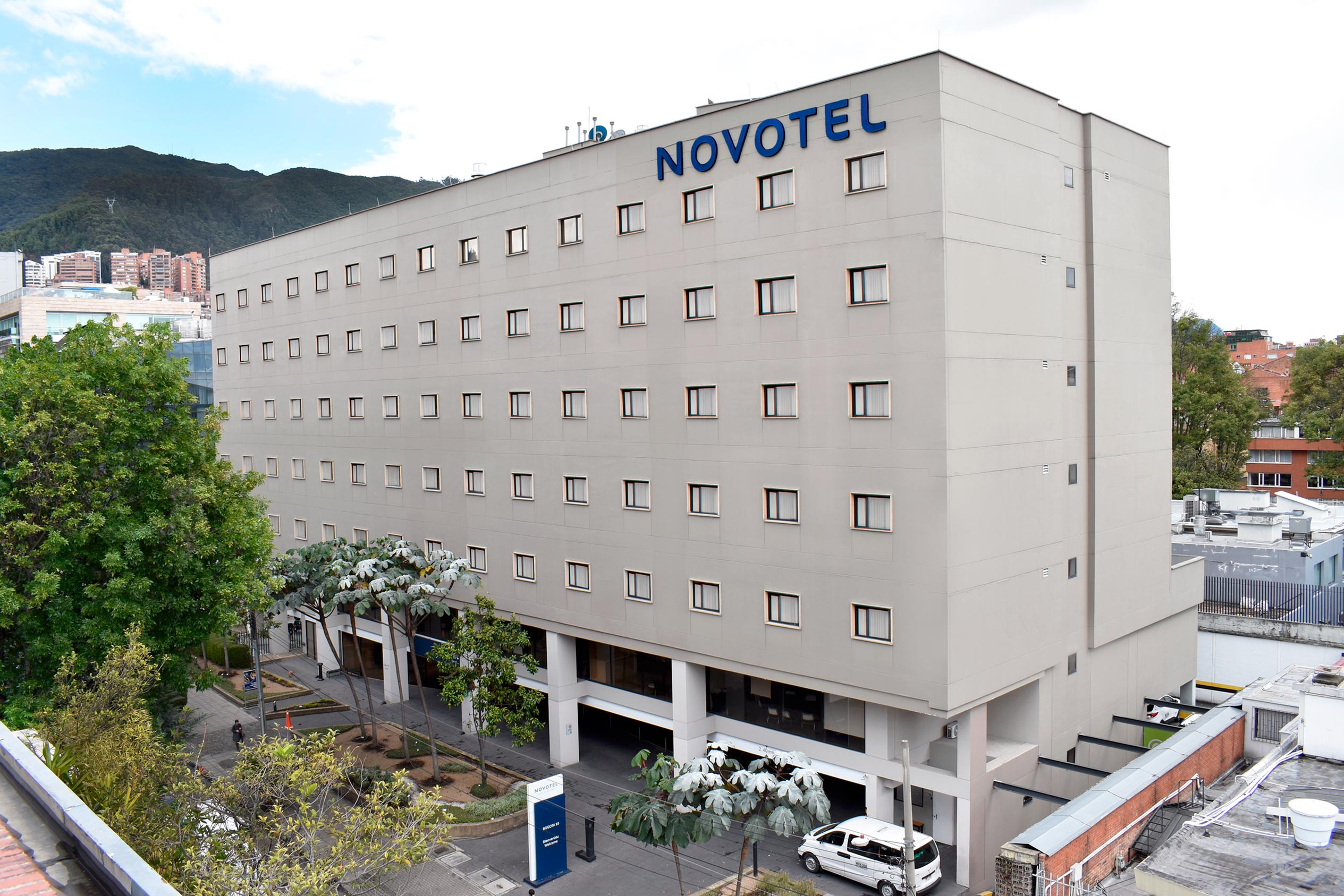 Fachada Hotel Mercure Bogotá 93
