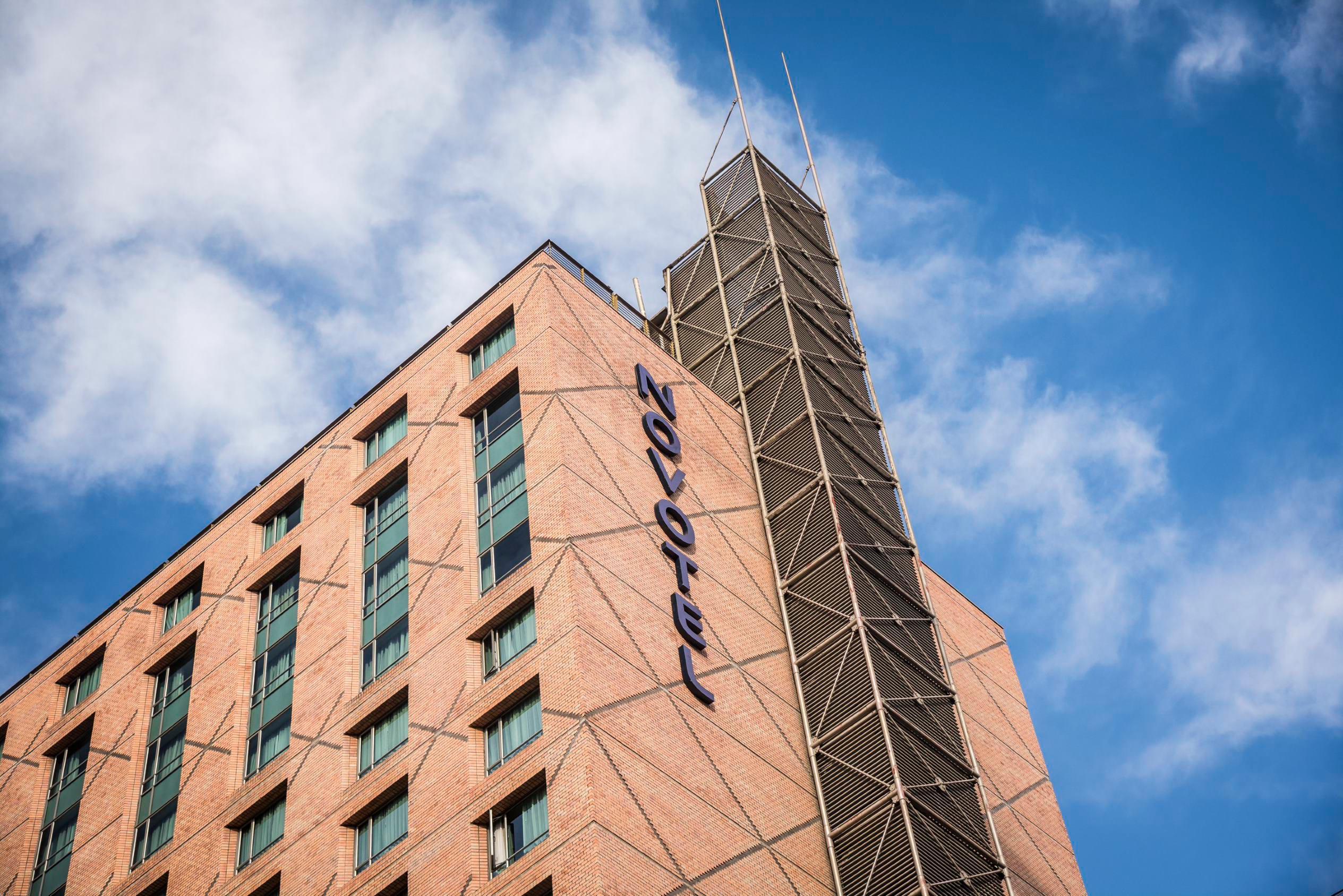 Fachada Hotel Novotel Las Condes
